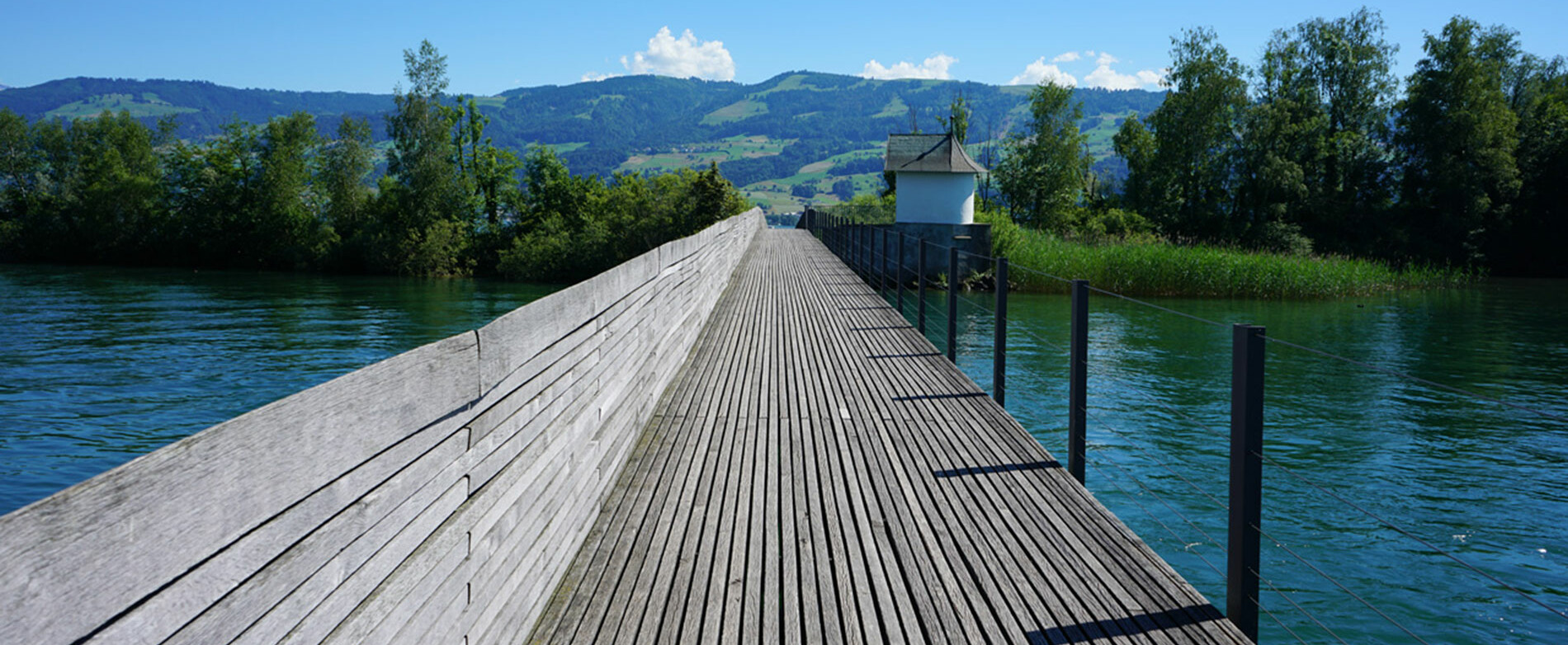 [Translate to English:] Campus Rapperswil: Holzsteg nach Hurden